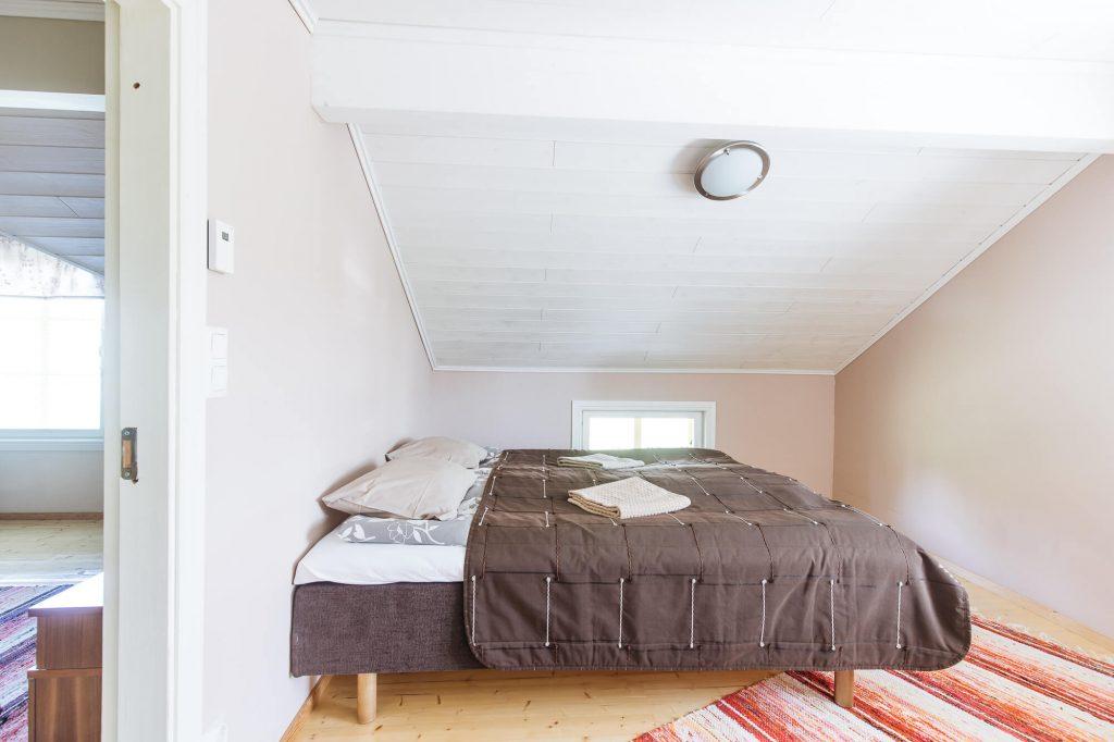 2. kerros makuuhuone